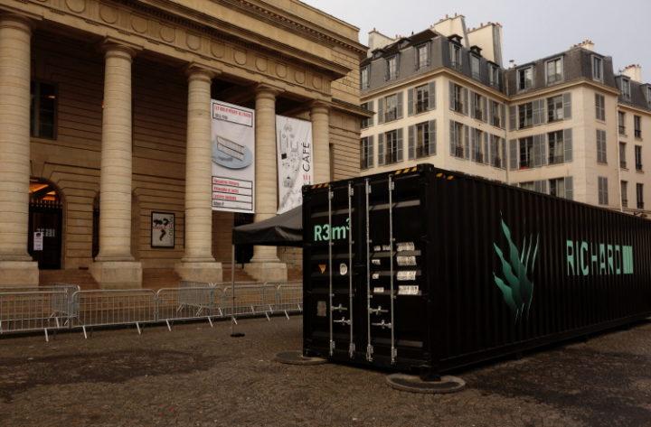 container R3m3 sur la place