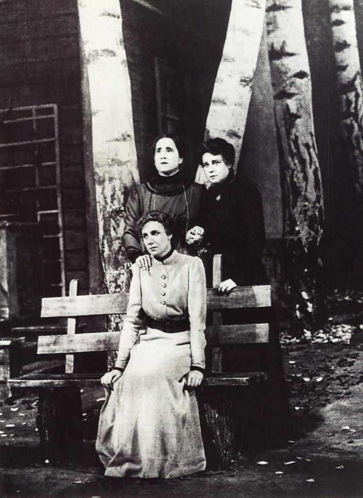 Les Trois Sœurs au Théâtre d'Art de Moscou, version de 1940, deux ans après le décès de Stanislavski, et en l'état de sa dernière mise en scène