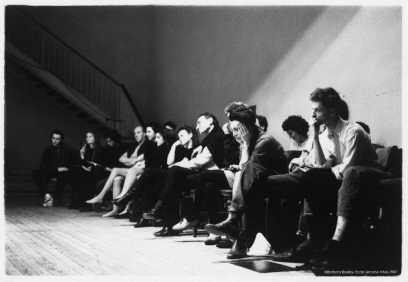 Antoine Vitez au milieu de ses élèves © Barbara Bouley