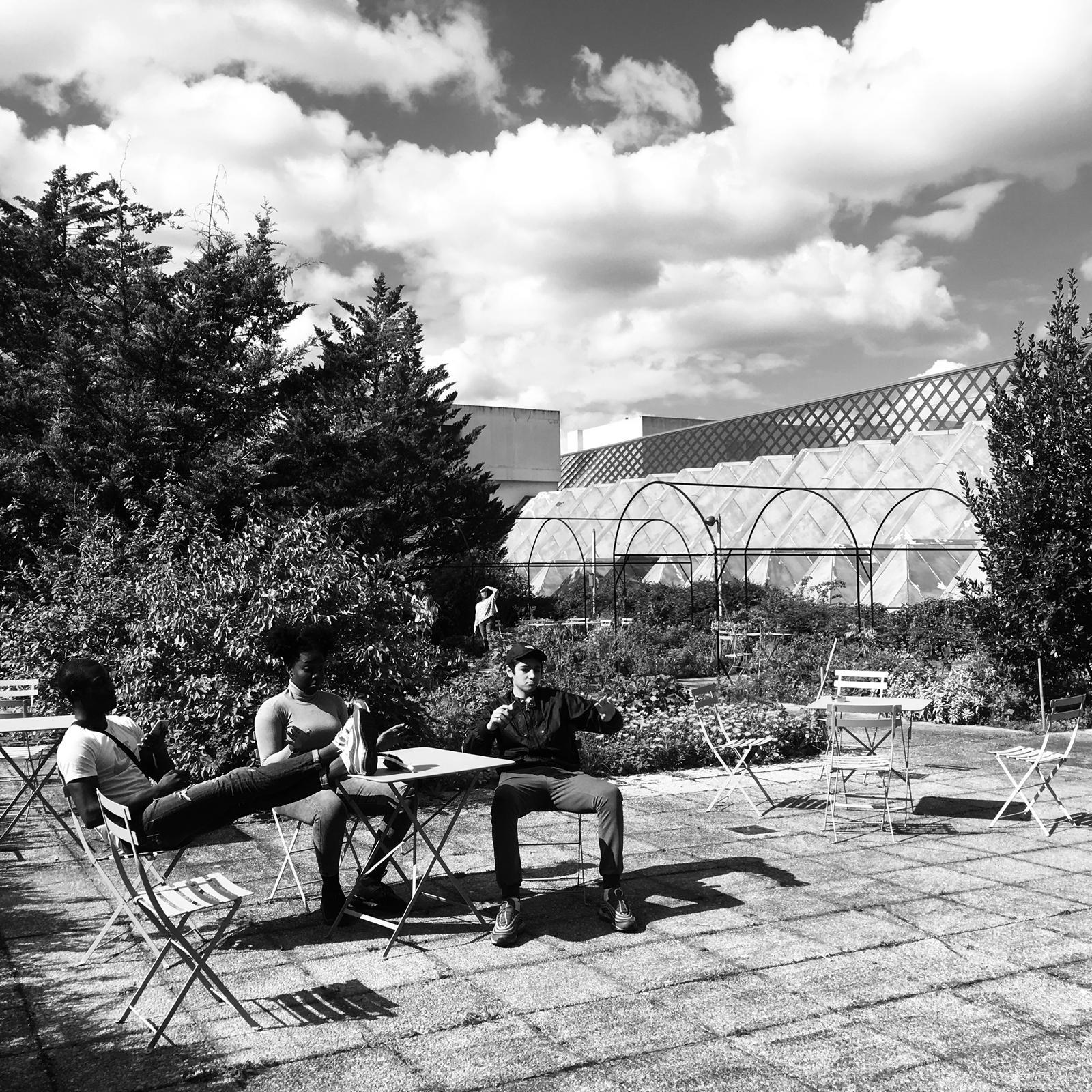 «Pendant les pauses au T2G, on pouvait se détendre dans un jardin très charmant !» © Charlotte Vuagnat